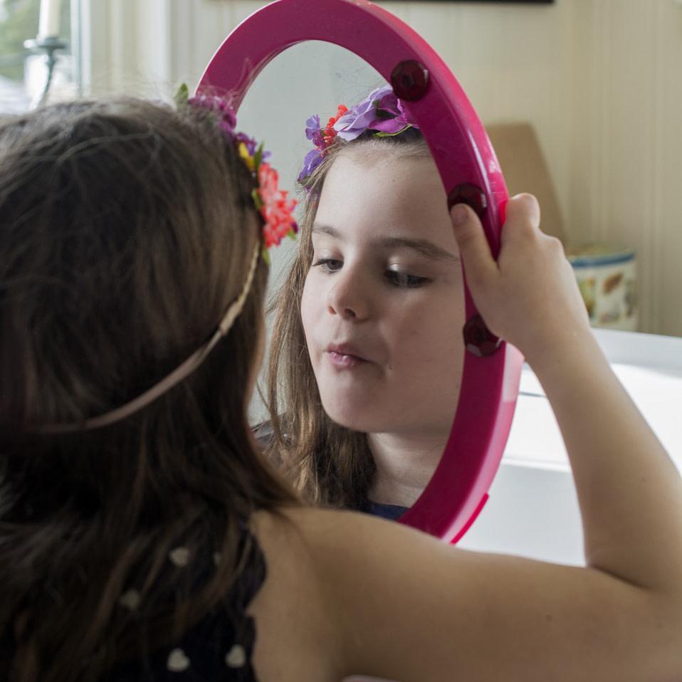 Mädchen mit Spiegel